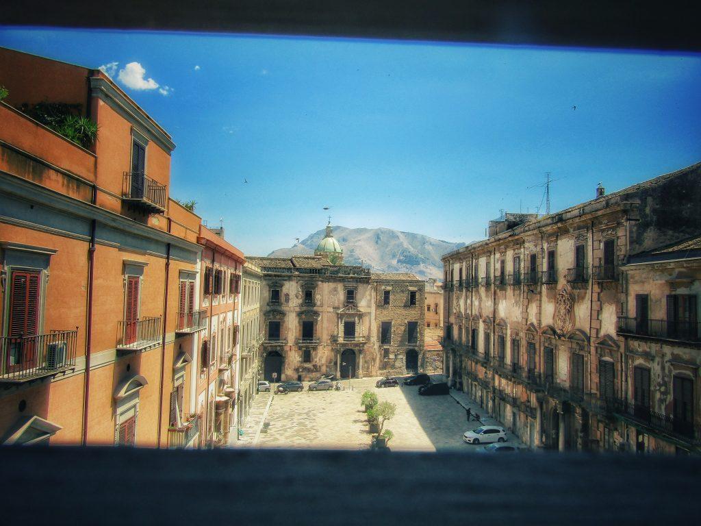 Ripartenza per la cultura: Palazzo Riso e la vista su Piazza Bologni