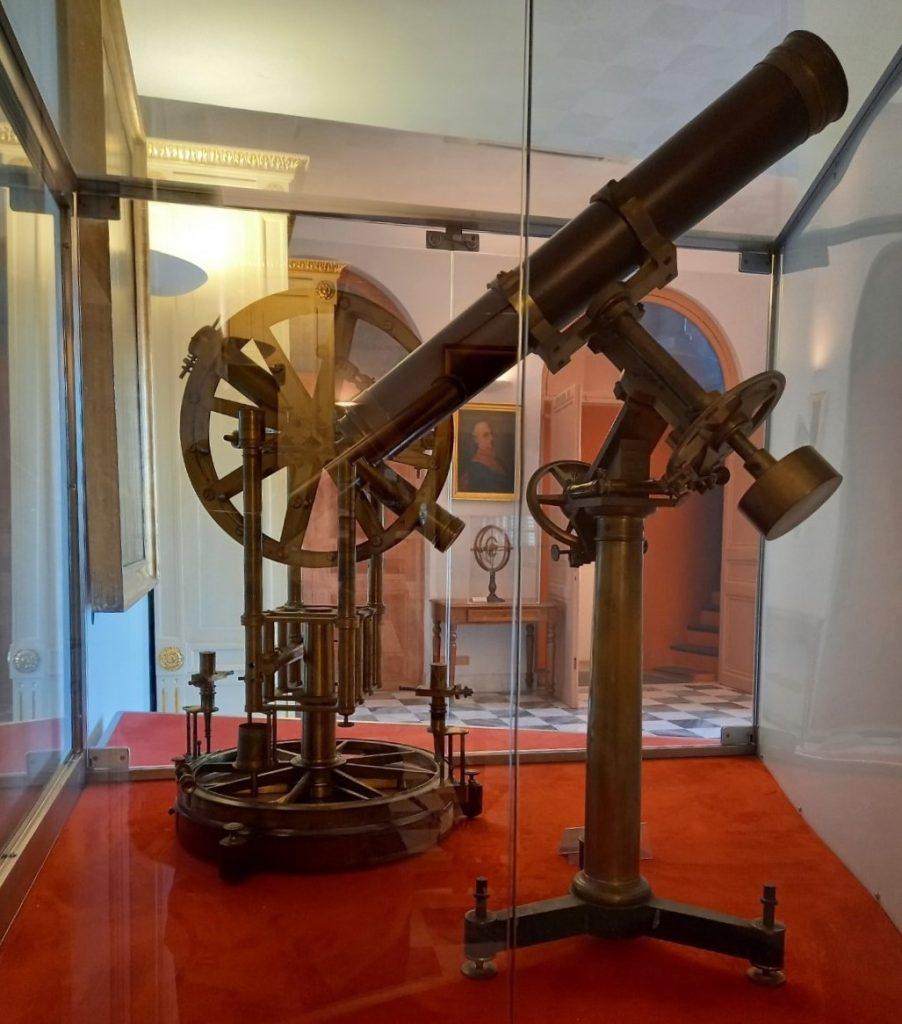 Restart Vetrina Con Telescopio