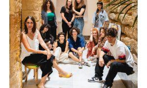 """L'ideatrice Rosa Di Stefano con i dieci creativi della collettiva """"Toccami"""""""