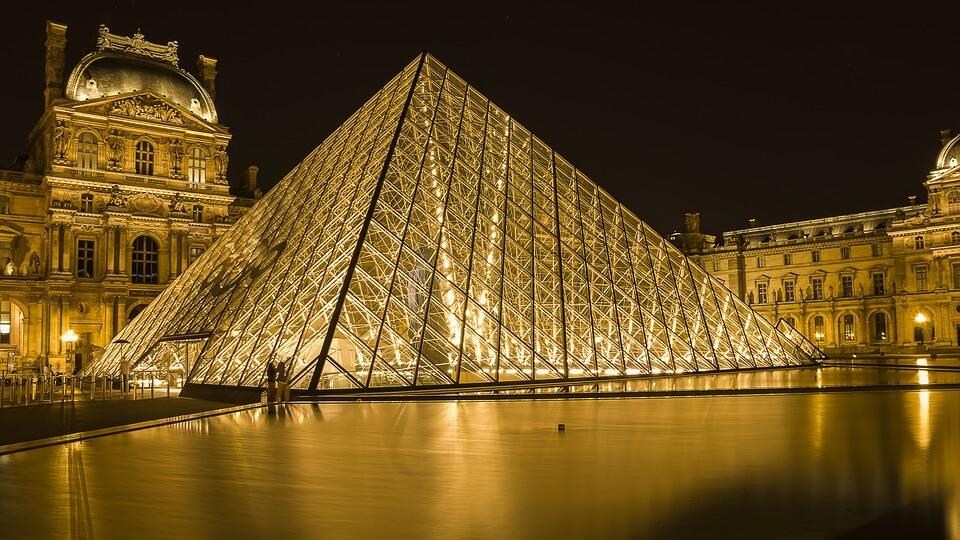 apertura serale Louvre Parigi