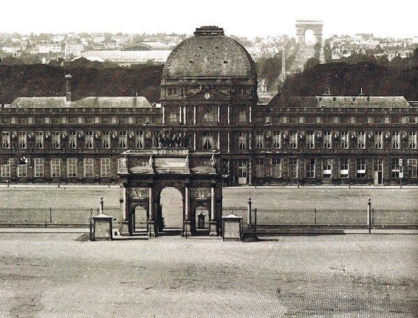 Palazzo Tuileries uomo in rosso
