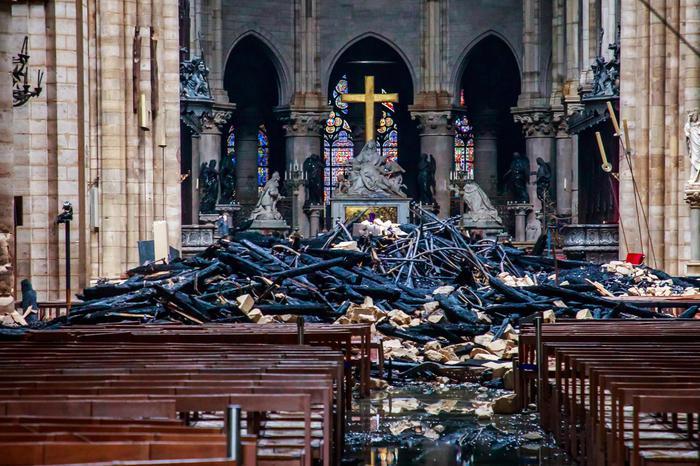 cattedrale notre dame - la navata incendiata