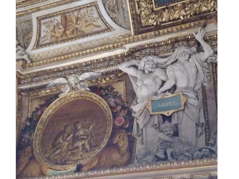 Apertura notturna del Louvre