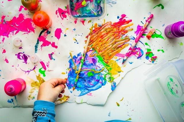 Bambini - un foglio con tanti colori
