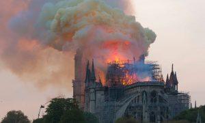 Ricostruzione di Notre Dame - Cattedrale di Notre Dame in fiamme