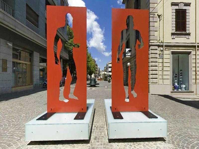 I Bronzi di Riace - scultura dei bronzi sul corso a Cosenza