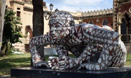 Opera sul lungomare di Reggio - una delle statue di Rabarama