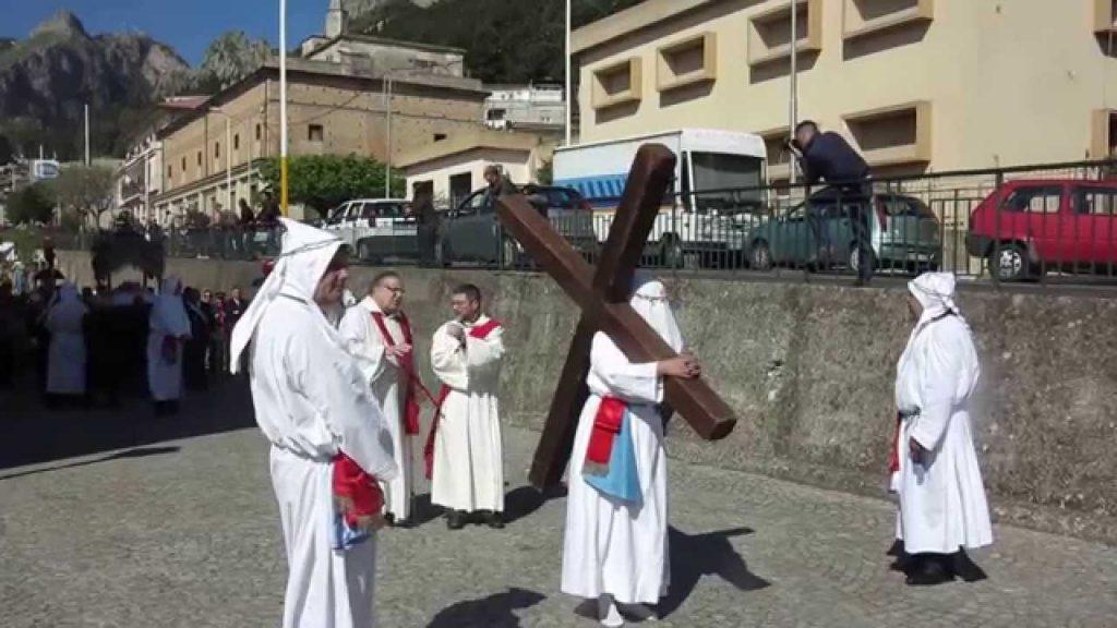 Reggio Calabria -i penitenti con le croci