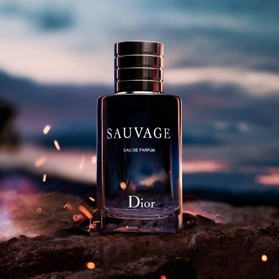 Il profumo Dior Sauvage per uomo contenente l'essenza del bergamotto