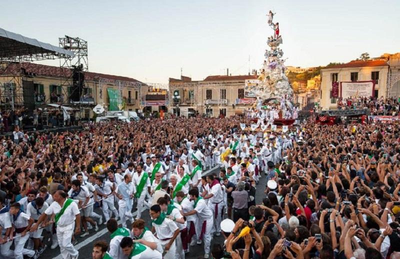 momento durante la processione della Varia Di Palmi