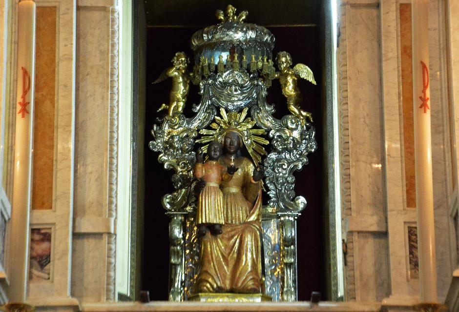 Madonna Dei Poveri - la statua della Vergine col Bambino