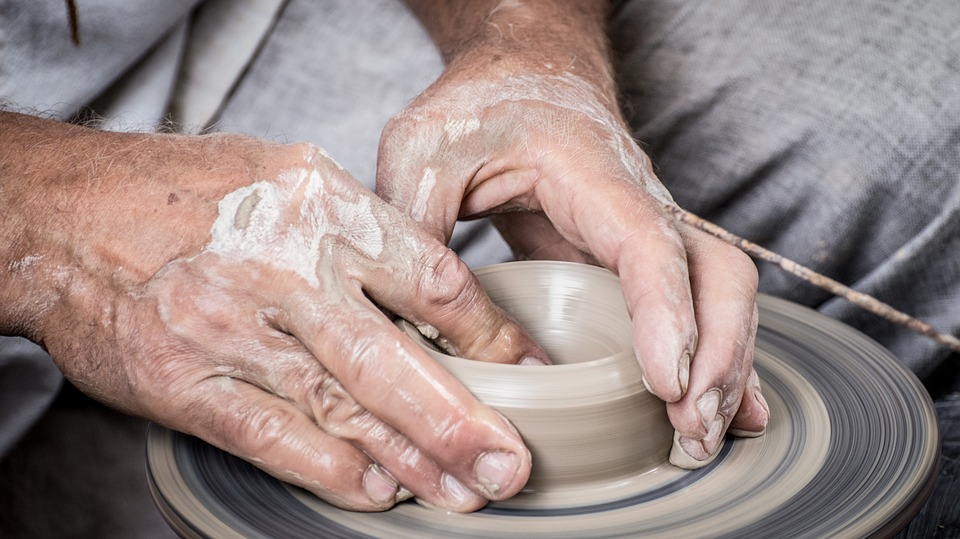Lavorazione Dell'argilla Al Tornio