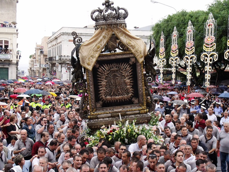 Festa Della Madonna Della Consolazione con la vara in restauro