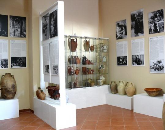 Una Sala Del Museo Delle Ceramiche Di Calabria