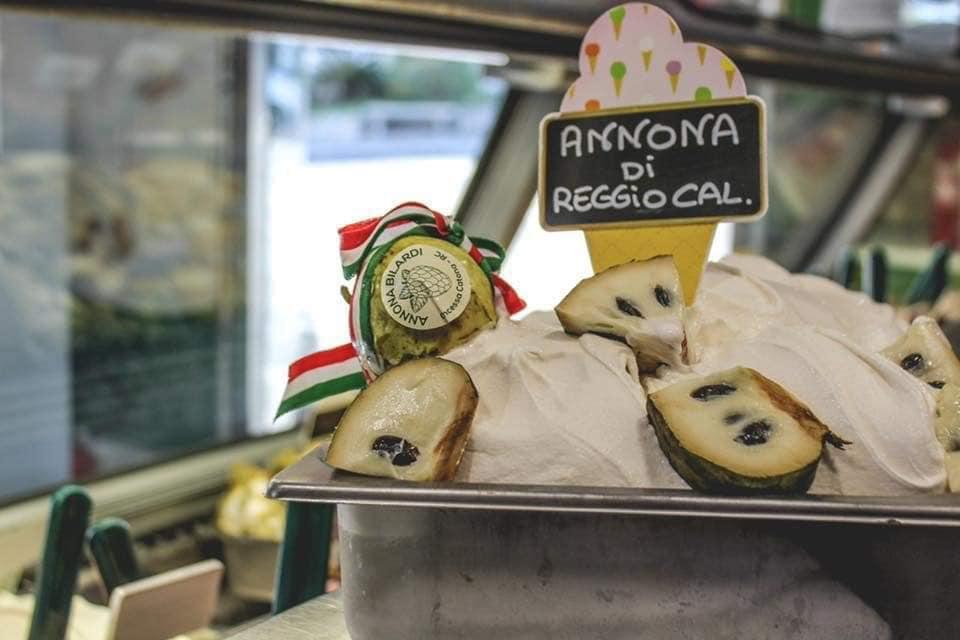 il gelato al gusto di annona, un particolare frutto di reggio calabria