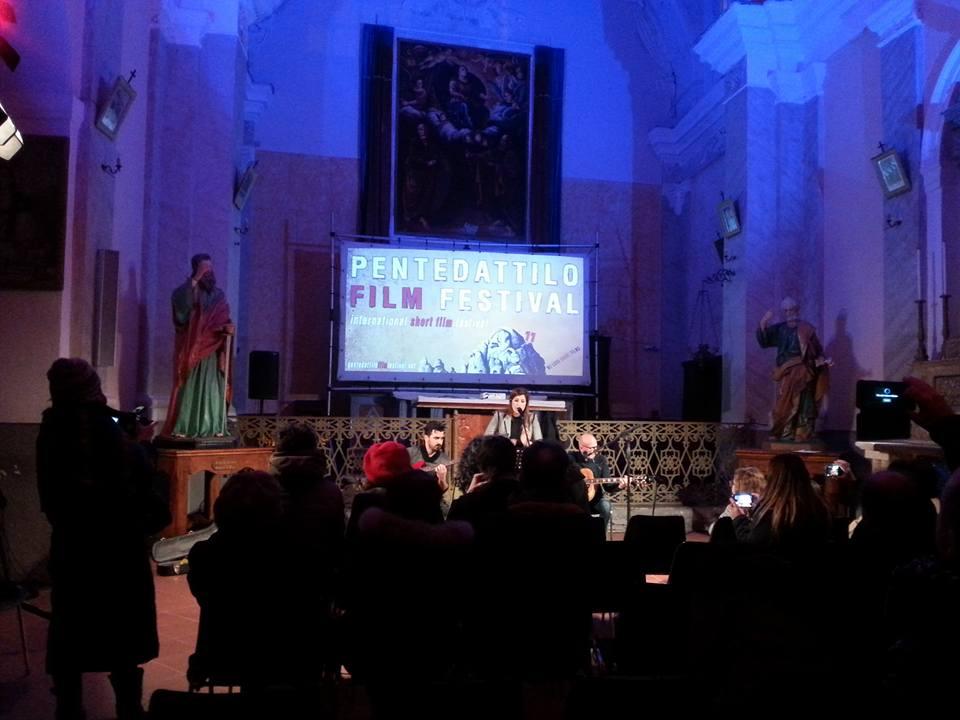 un evento in Chiesadurante il Pentedattilo film festival