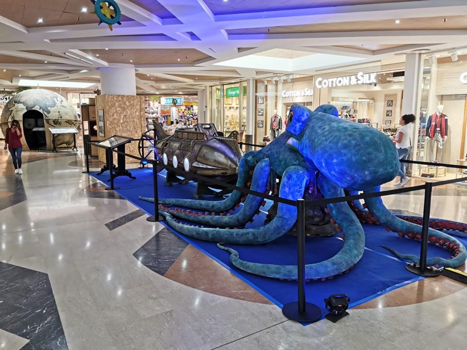 Fantastico Mondo con i mostri marini inventati da giulio verne