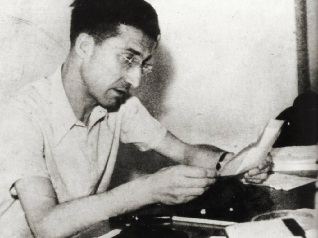 Ritratto Di Cesare Pavese mentre scrive