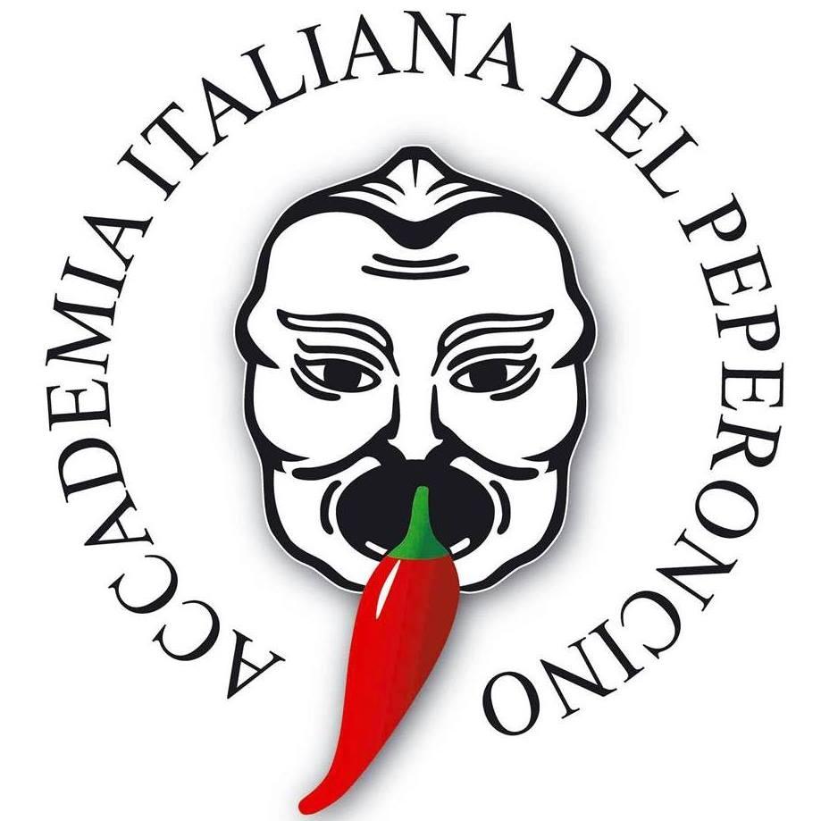 Tre Giorni Di Fuoco con il logo dell'accademia che raffigura una maschera col peperoncino in bocca