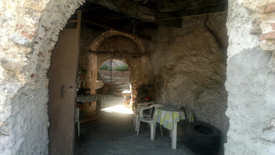 Un Catojo Ricavato Da Una Grotta nel borgo di palizzi