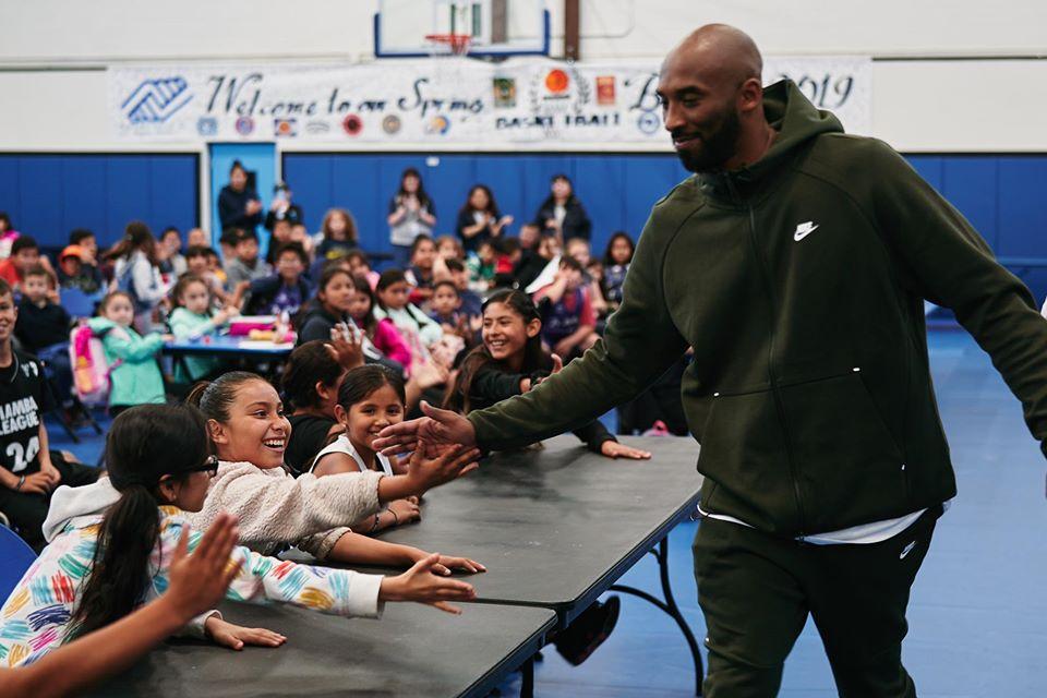 Kobe Bryant in una scuola