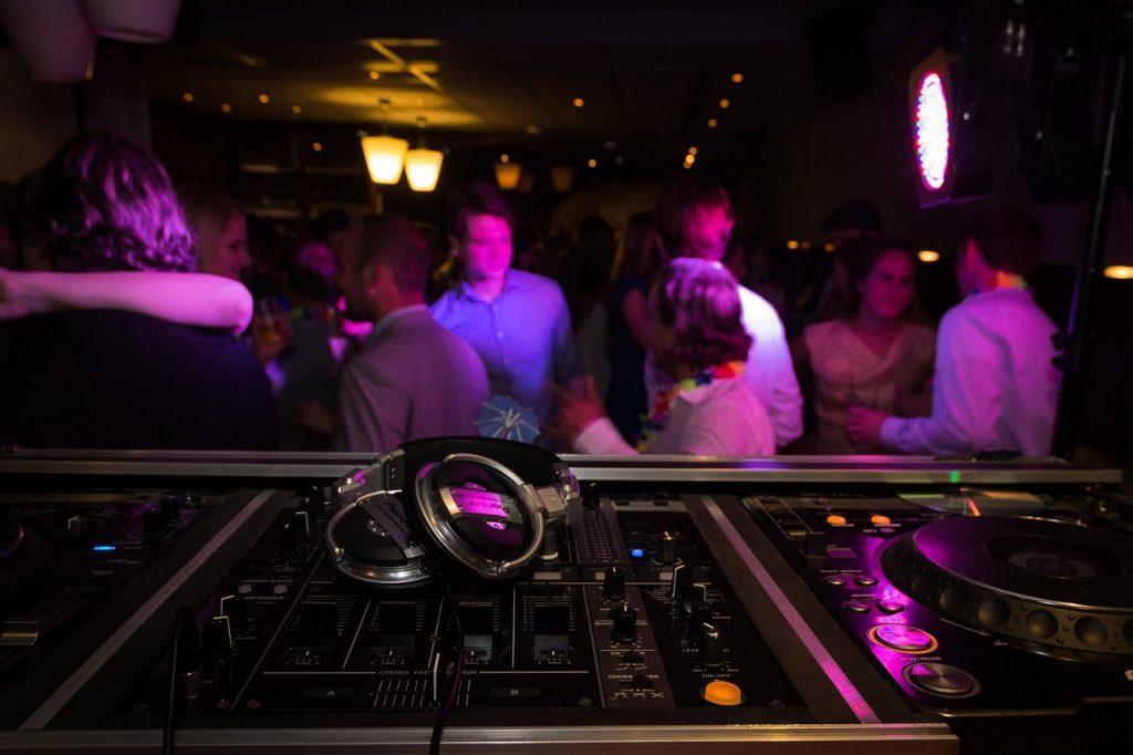 Un Party In Cui I Giovani Vanno A Divertirsi