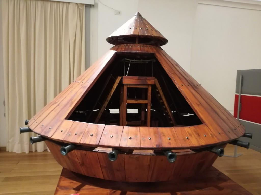 ricostruzione del prototipo del carro armato progettato da Leonardo da Vinci