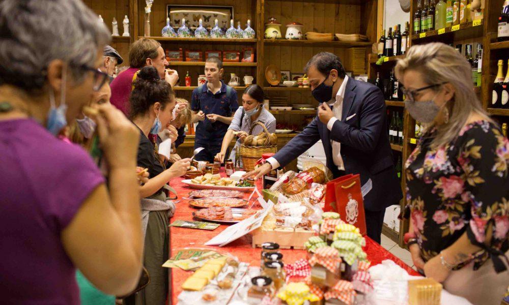 I Partecipanti All'undiscovereditaly Tour Asaggiano I Prodotti Locali