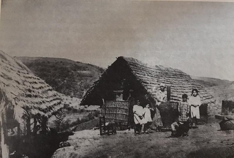 """Rancho de una chacra de finales de 1800 - Del libro """"L'Argentina degli italiani"""", M.C. Giuliani-Balestrino, 1989"""
