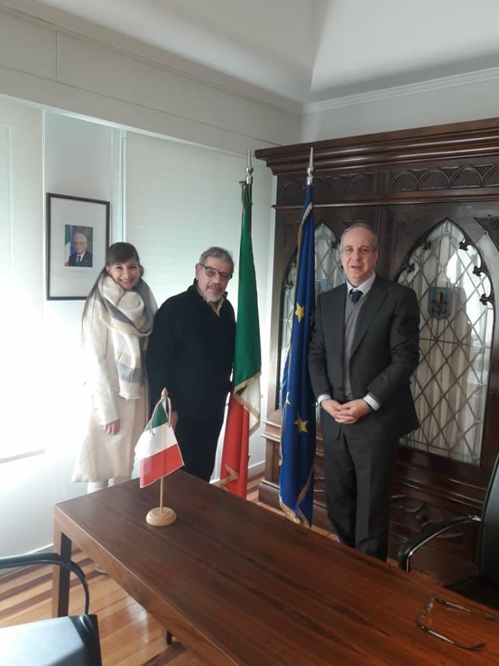 Carlos Carla Y El Consul