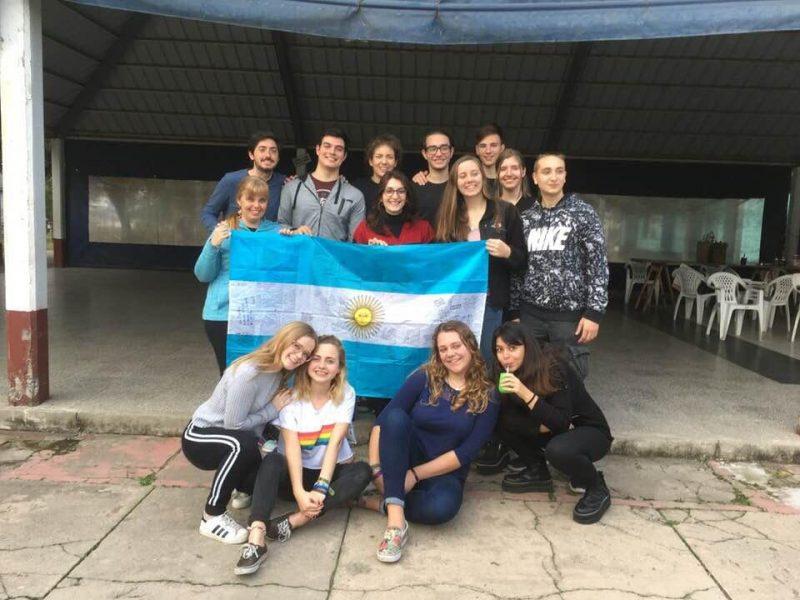 Nerina Mazino junto a estudiantes de intercambio