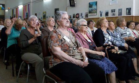 Mujeres - Las Emigradas Italianas Durante El Homenaje