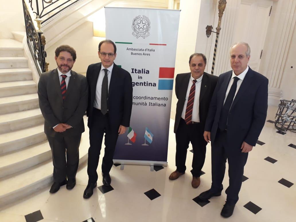 Franco Tirelli - Franco junto con otras autoridades de la Colectividad
