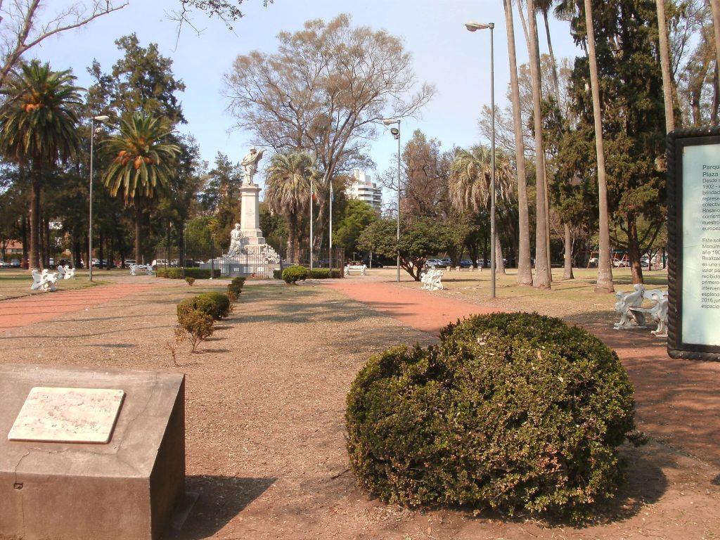 Paseo del Foro de las Colectividades - Monumento