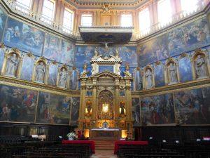 L'interno della chiesa della Rotonda con il particolare dell'altare