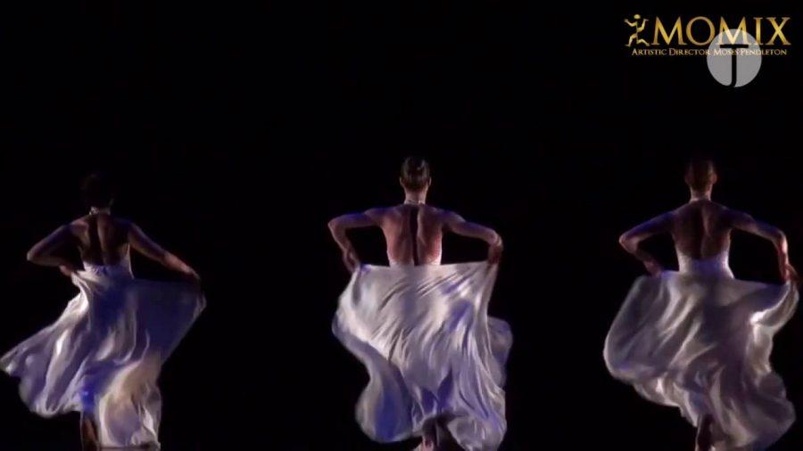Lo spettacolo Momix Forever, di punta per la stagione della danza al teatro sociale