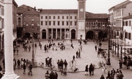 Una veduta, in una foto d'epoca, di piazza Vittorio Emanuele a Rovigo