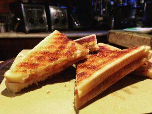 Il famoso toast dell'Hostaria la Zestea