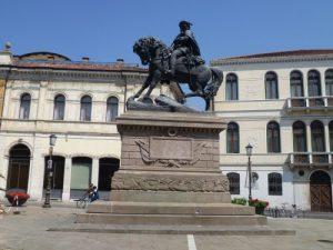 Piazza Garibaldi dove sorgeva la chiesa di santa G
