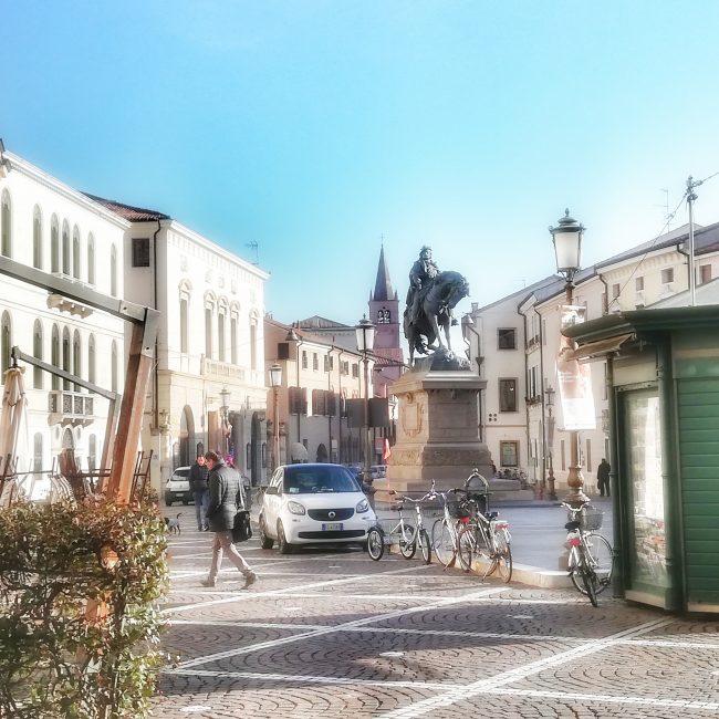 Piazza Garibaldi vista dal bar Borsa