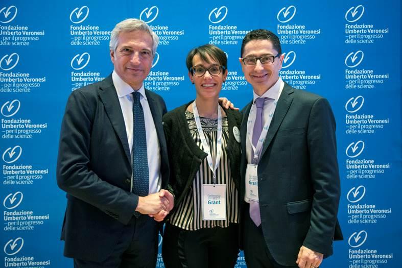 ChiaraLu, Carlo Luise a destra con la ricercatrice Elena Camper e Paolo Veronesi, presidente dell'Associazione e figlio di Umberto.jpg