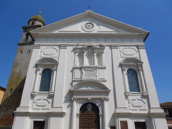 La chiesa di Loreo dove sono ancora attive attività delle Confraternite