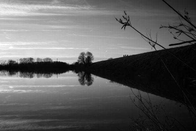 Una suggestiva immagine in bianco e nero del Il grande fiume Po