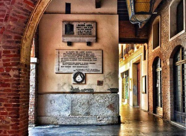Piazza Vittorio e la splendida Loggia dei Notari