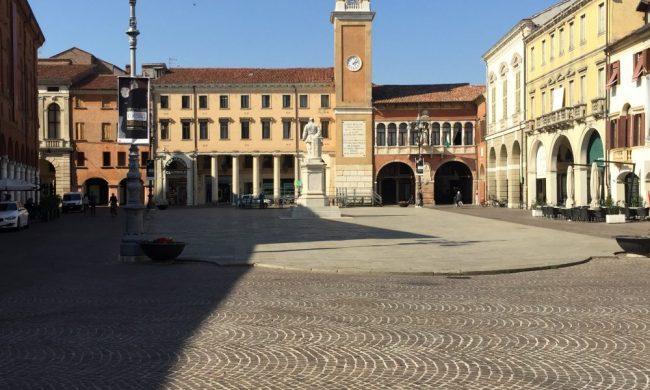 Durante la dominazione veneziana venne rifatto il liston della piazza