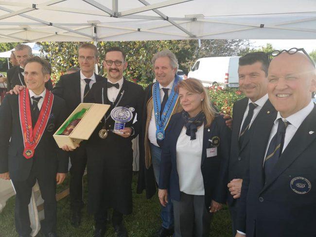 Angelo Bernardinelli con il premio regionale vinto