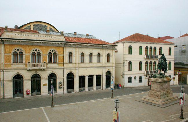 La camera di Commercio, ripristinata durante la Dominazione austriaca