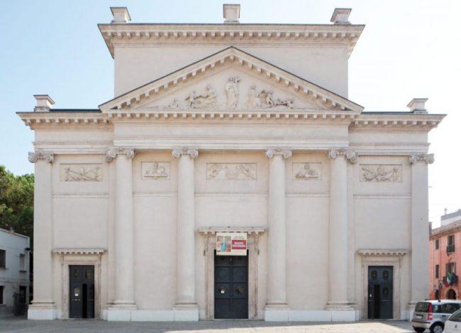 La chiesa di San Francesco con annesso convento, soppresso durante la Dominazione francese