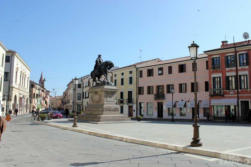 Piazza Garibaldi, prestata al mercato durante Parte finale della dominazione francese
