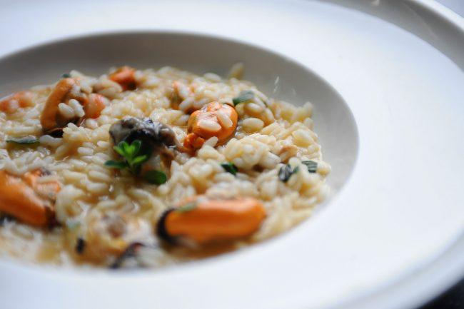Un piatto di Riso cozze vongole